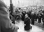 1970 - Willy Brandt (BRD) kniet vor dem Mahnmal f�r die ermordeten Juden des Warschauer Ghettos